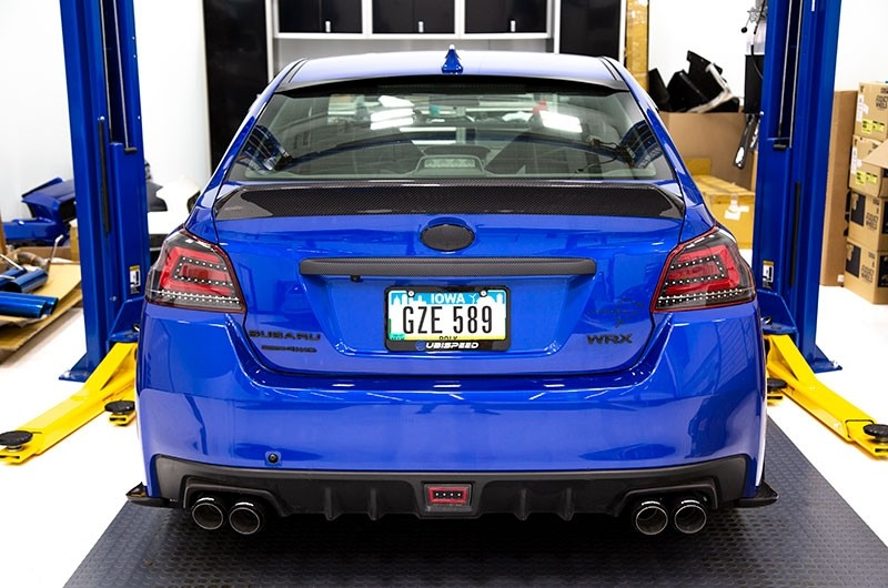 OLM Single Point Carbon Fiber Duckbill Trunk Spoiler